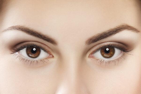 Tinh chất dưỡng mắt có cần thiết không?